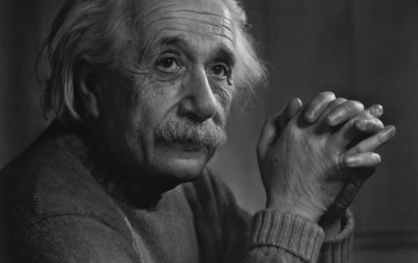 Storia-del-Green-Laser-Greenlaser-it-Albert-Einstein-nel-1917-elabora-il-concetto-di-Laser